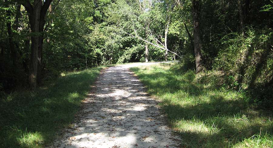 The main trail turns right, away from the railroad bed, and goes up a hill.