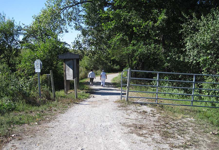The entrance to the Lake-to-Lake Trail, going north, towards Pleasant Lake.