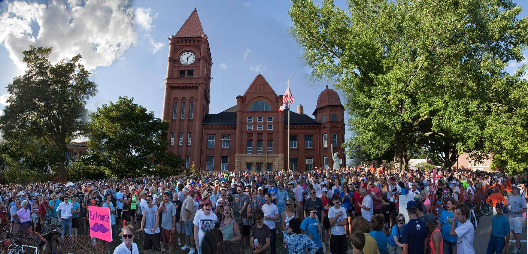 RAGBRAI 2015 at the Courthouse